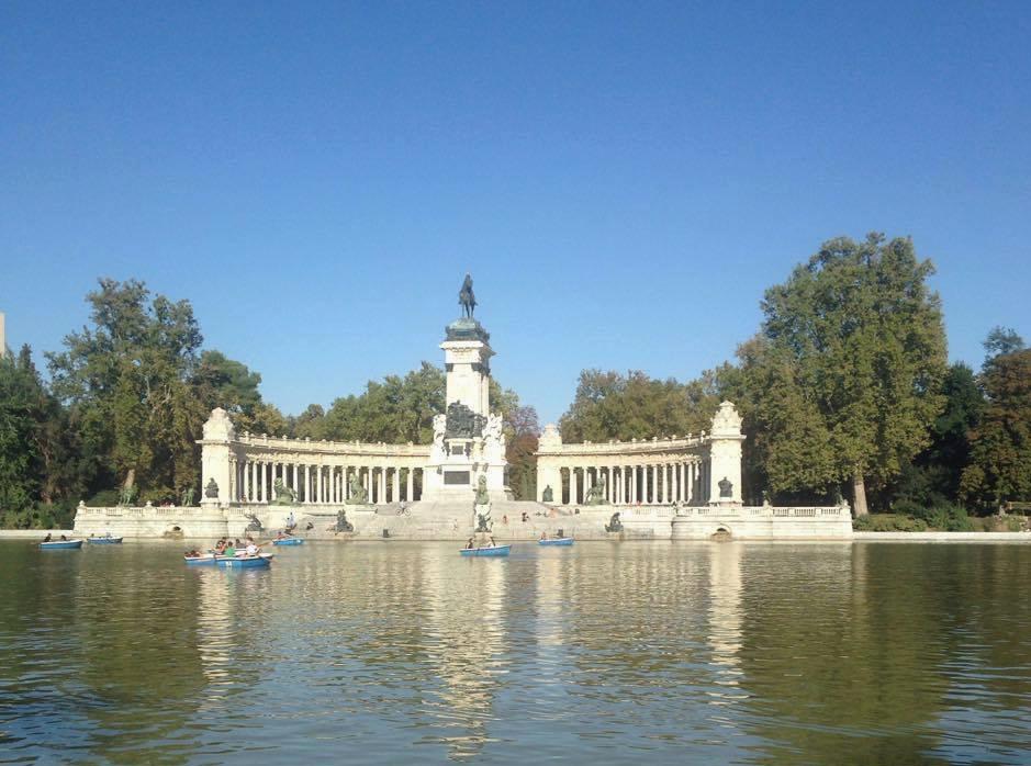 Barques sur le lac du Retiro, Madrid