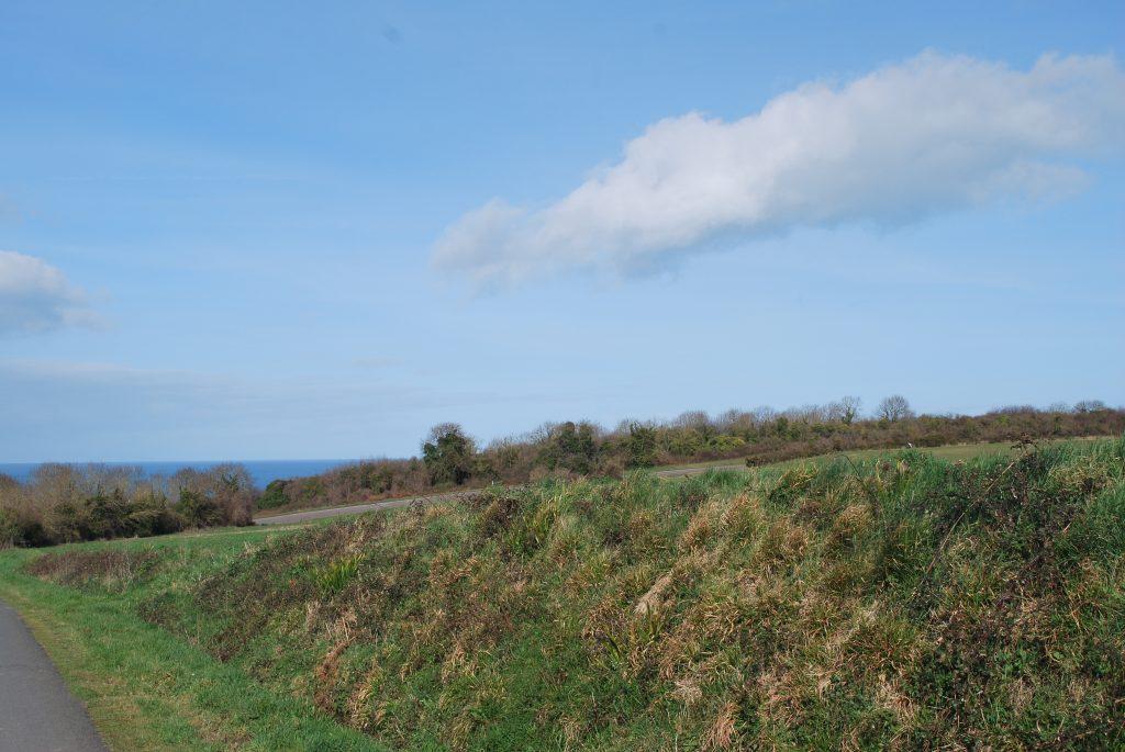Plage de Pen-Guen vue depuis la campagne de Saint-Cast