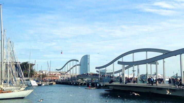 Vue de Barcelone depuis le port