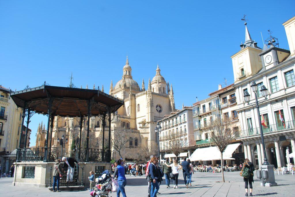 Cathédrale depuis Plaza Mayor Segovia