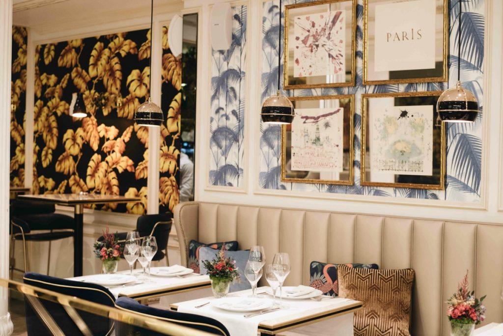 La salle du restaurant français Antoinette à Madrid